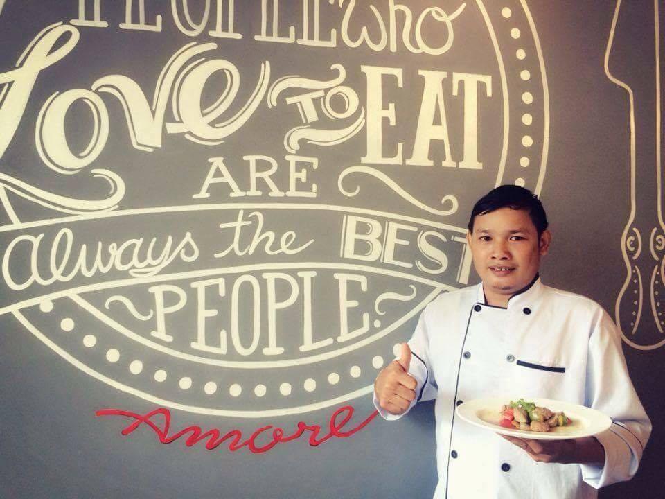 Lê Thanh Tuấn tại nhà hàng
