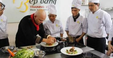 Hình ảnh học viên trong buổi học cùng siêu đầu bếp Alain Nghĩa