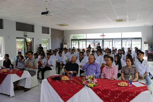Hình ảnh học viên trong buổi lễ khai giảng tại Đào Tạo Bếp Vàng