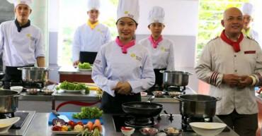 Hình ảnh Học Viên Bếp Vàng cùng thầy ALain Nghĩa