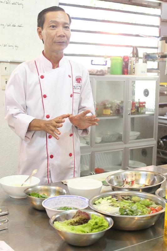 Thầy Nguyễn Thanh Sơn - Giảng viên tại trường Đào tạo Bếp Vàng