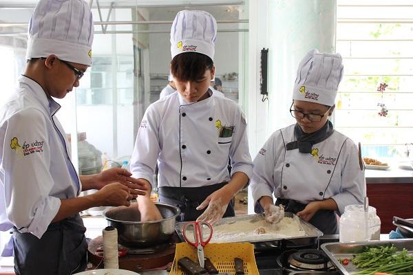 học viên đào tạo bếp vàng