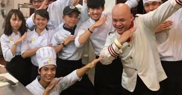 Thầy Alain Nghĩa cùng học viên