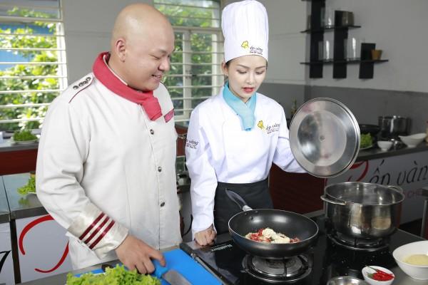 Thầy Siêu Đầu Bếp ALain Nghĩa cùng học viên Bếp Vàng